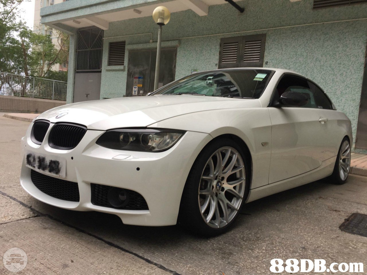 BMW 325i Sedan  / Kowloon, Hong Kong   / Hourly HKD 0.00