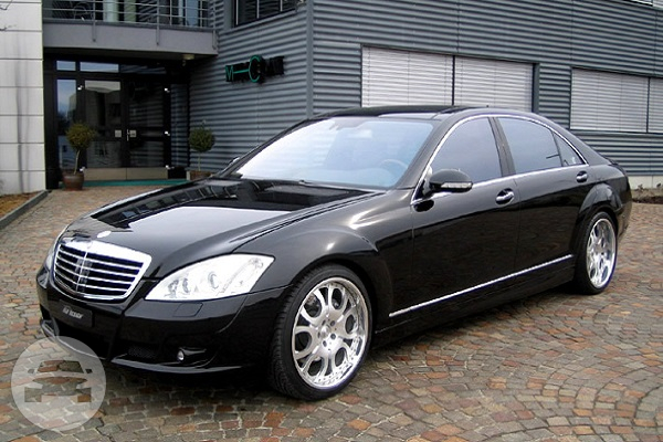 MERCEDES BENZ S-CLASS W221 Sedan  / Hong Kong Island, Hong Kong   / Hourly HKD 850.00  / Airport Transfer HKD 1,555.00