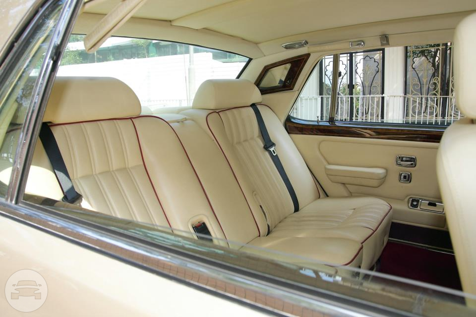 ROLLS ROYCE SILVER SPUR II- CHAMPAGNE GOLD Sedan / Kowloon, Hong Kong   / Hourly HKD 2,999.00