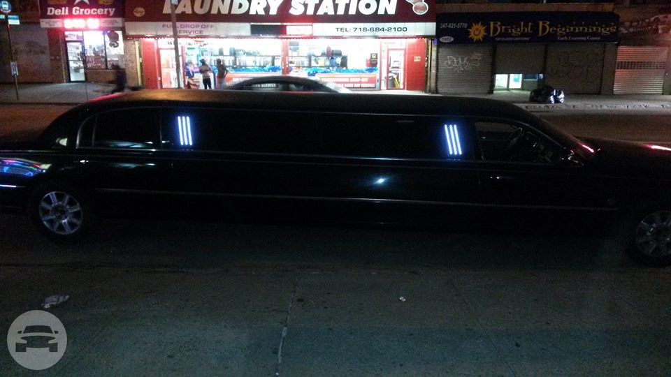 Black Lincoln Towncar Limo  /    / Hourly HKD 0.00