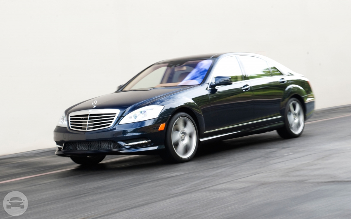 Mercedes Benz S350 Sedan / Kowloon City District, Hong Kong   / Hourly HKD 590.00  / Airport Transfer HKD 1,100.00