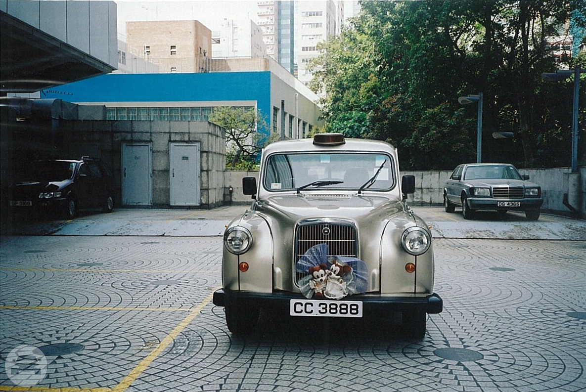 London Taxi (Golden) Sedan  / Central And Western District, Hong Kong   / Hourly HKD 0.00