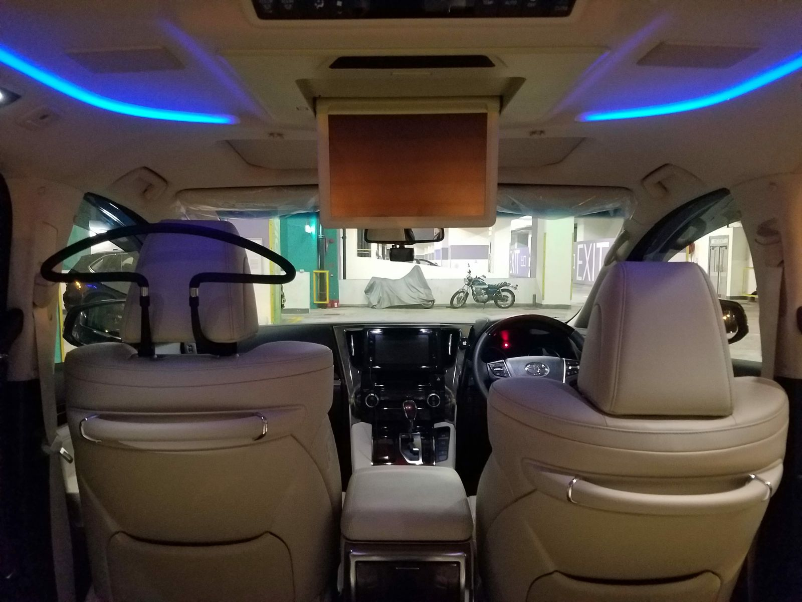 Toyota Alphard Van / Hong Kong,    / Hourly (Other services) HKD 700.00  / Airport Transfer HKD 800.00
