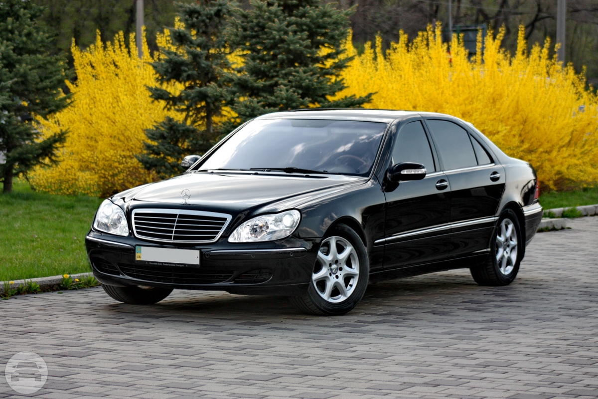 Mercedes Benz W220 - Black Sedan  / Southern District, Hong Kong   / Hourly HKD 450.00  / Airport Transfer HKD 600.00