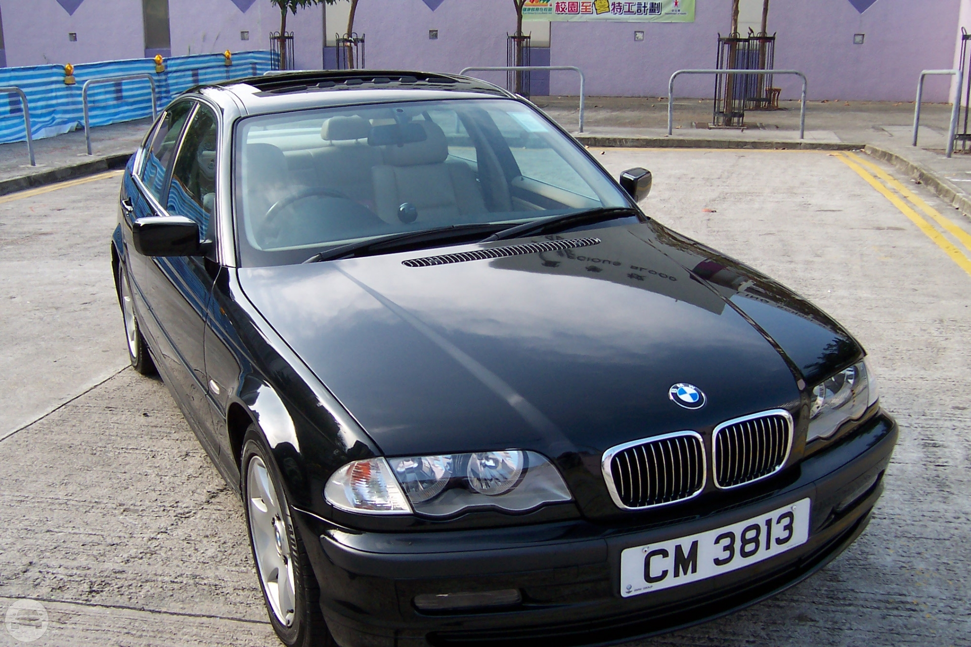 BMW 3 Sedan  / Kowloon, Hong Kong   / Hourly HKD 0.00