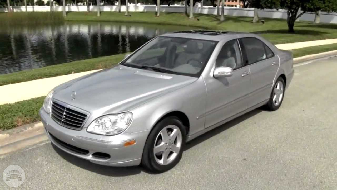 Mercedes Benz W220 Sedan / Kowloon City District, Hong Kong   / Hourly HKD 550.00  / Airport Transfer HKD 1,000.00