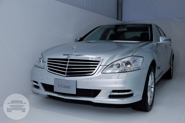 Mercedes Benz S-Class W220 Sedan / Hong Kong,    / Hourly HKD 600.00  / Airport Transfer HKD 1,200.00